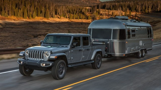 2021 Jeep Gladiator towing