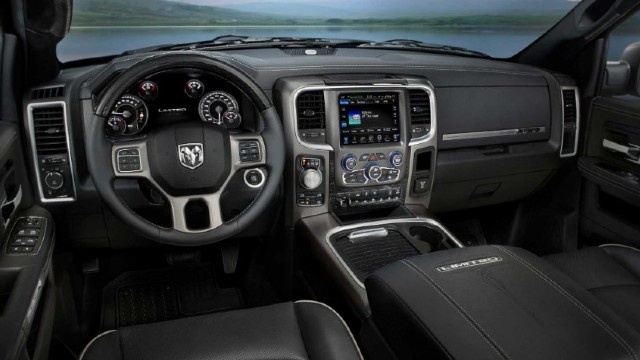2022 Dodge Dakota interior