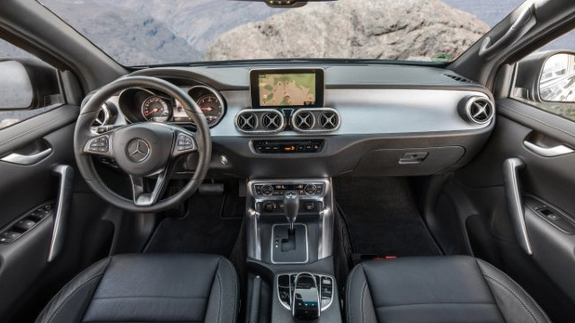 2022 Mercedes-Benz X-Class interior