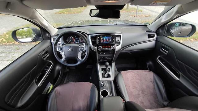 2023 Mitsubishi L200 interior